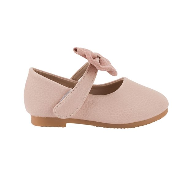 Classic girls wearing Mary Jane shoes flats
