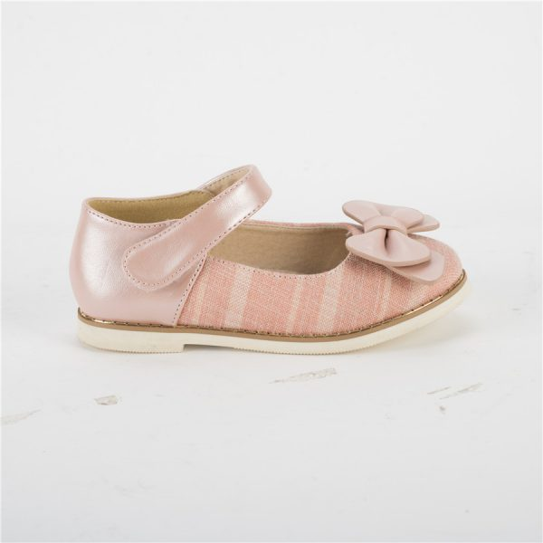 Pink patent leather girls mary jane